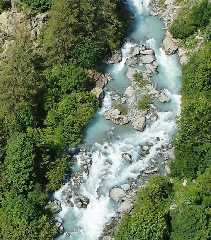 bacino di rocce granitiche